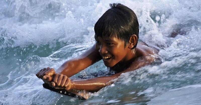 kid-bodyboarding