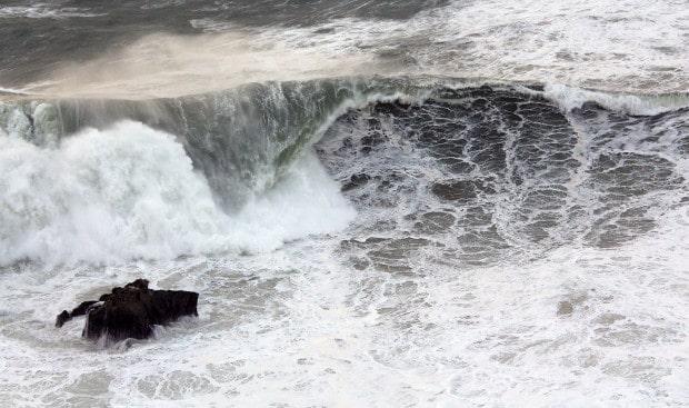 Wave smashing into the rocks