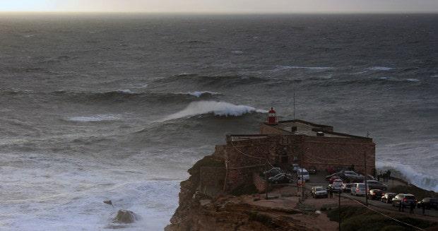 three wave set on the way to Praia do Norte