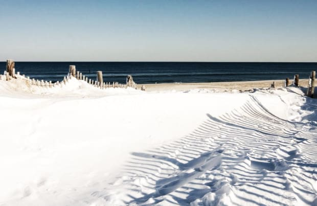 cold-winter-beach-with-snow