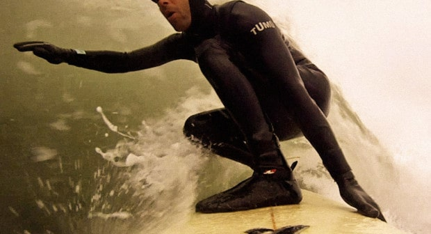 surfing-in-neoprene-wetsuit