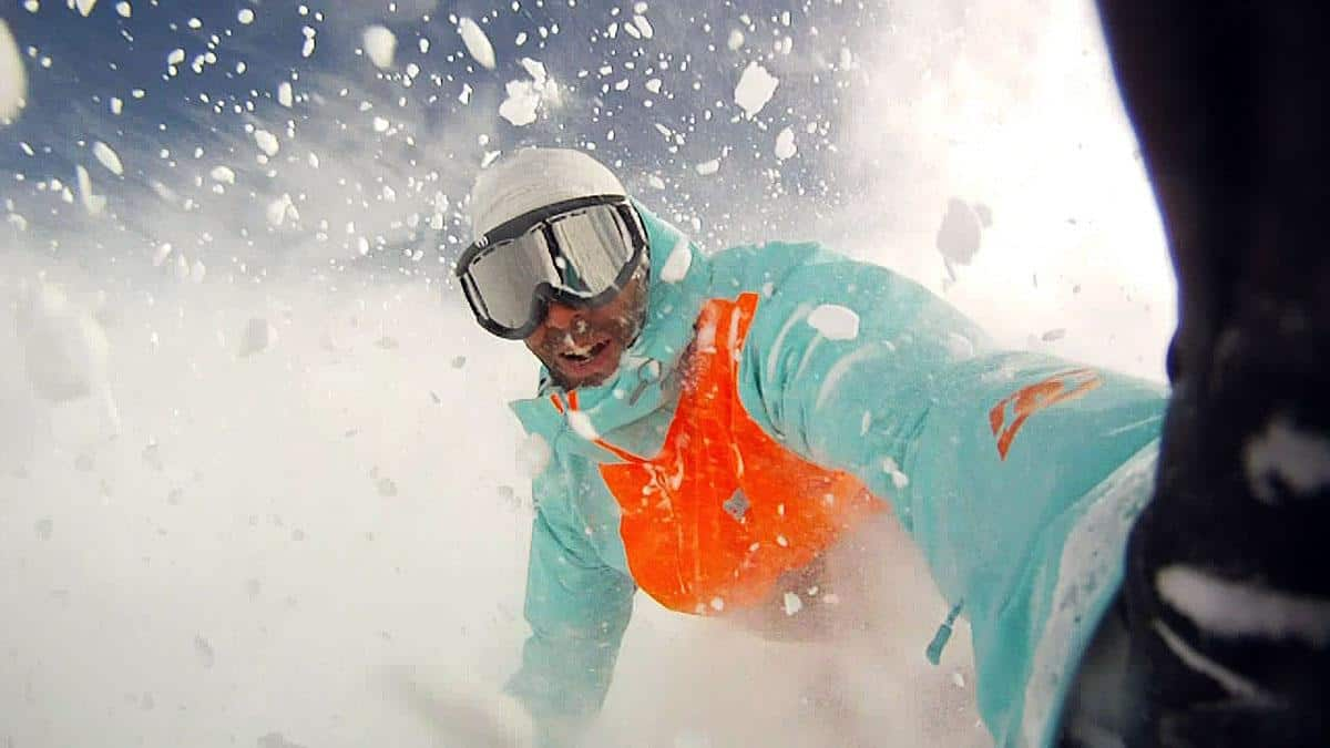 snowboarding-with-goggles