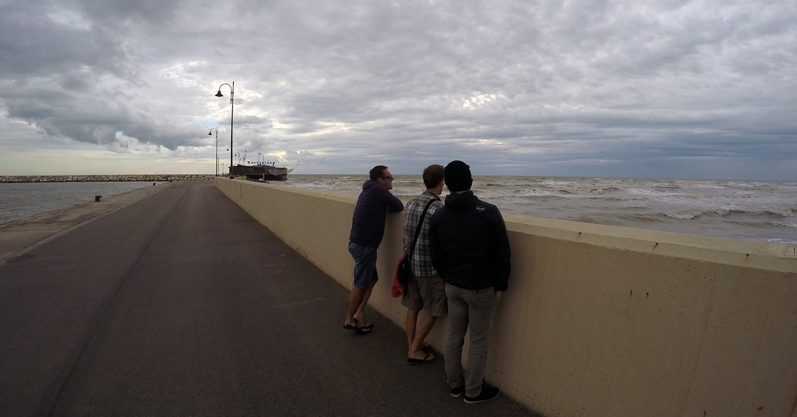 Rimini dawn patrol was not very impressive. Here is the Cioggia team looking not very impressed. One latte macchiato later wind turned offshore, sun came out, waves turned on and cosplay characters started parading through the parking lot.