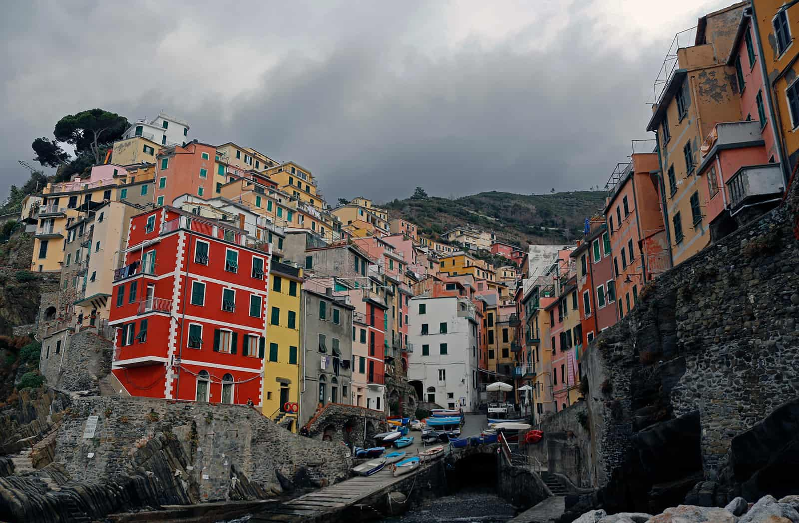 Leftover waves from yesterdays swell were to shitty even for a starved lanlocked surfer so we hit the first Cinque Terre village from the south once you pass La Spezia - Riomaggiore.