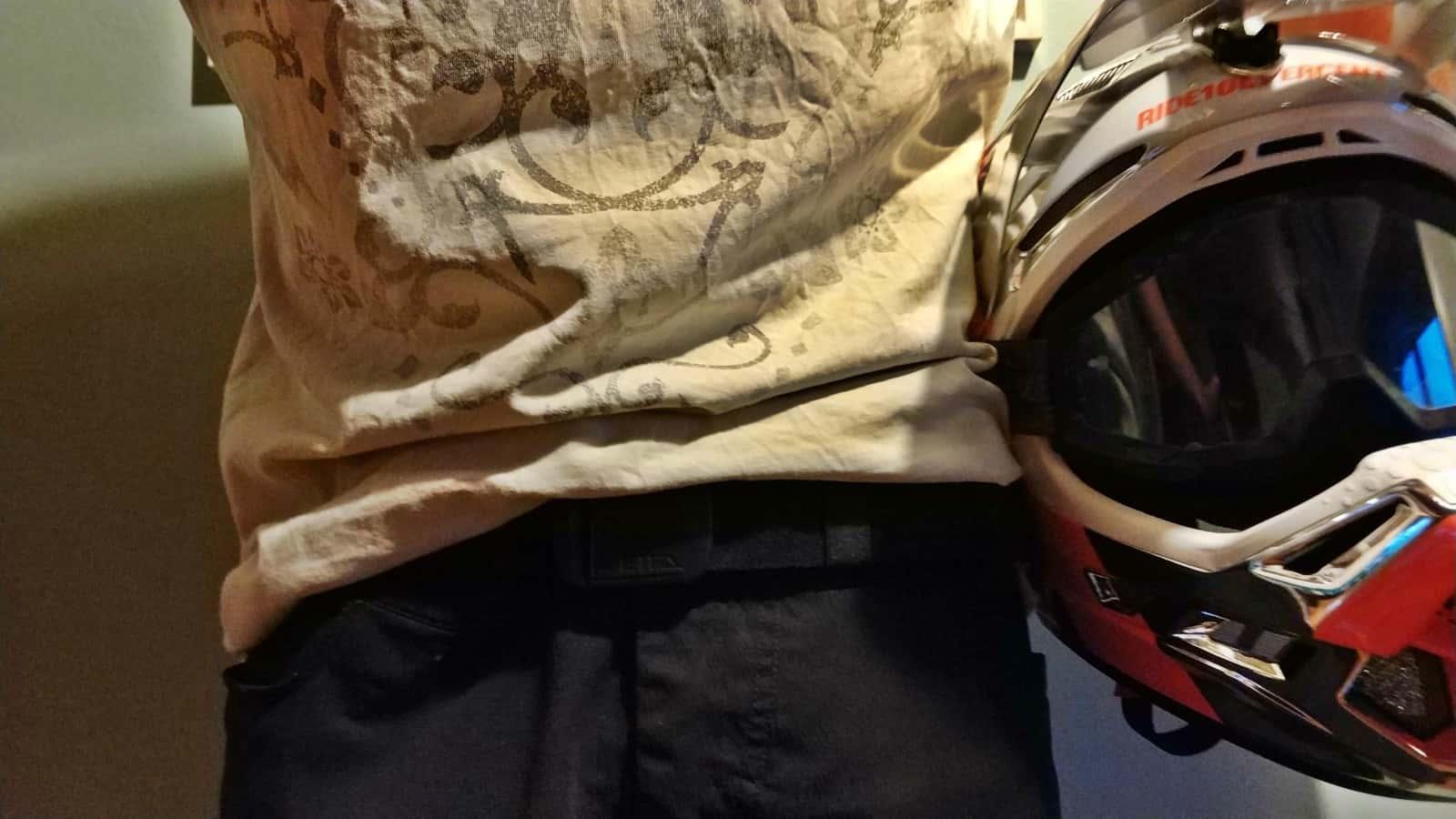 Elastic belt on my MTB shorts. Works perfect!!