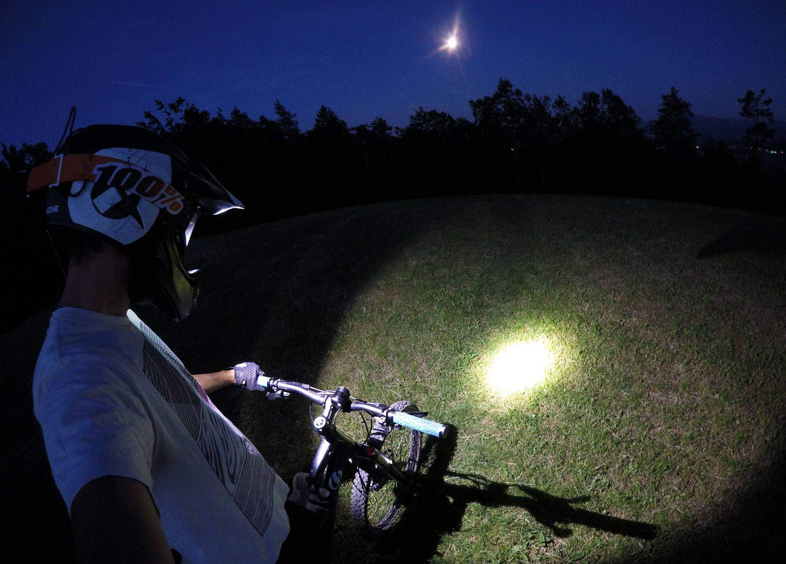 Why Do You Need A Light For Mountainbiking?